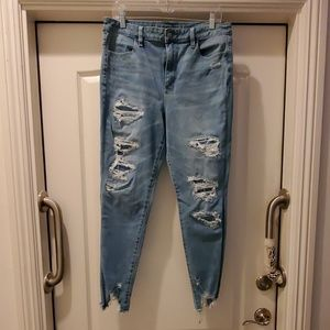 American Eagle 14R SUPER Hi Rise distressed jean